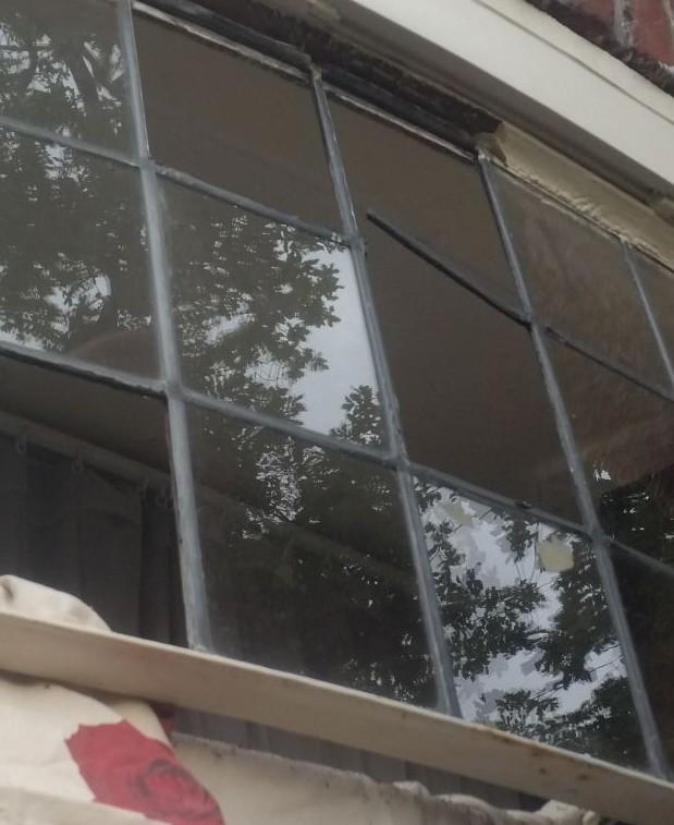 Het kapotte glas is verwijderd